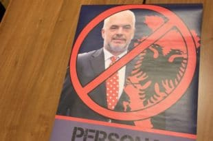 ШИПТАРСКА ОКУПАЦИЈА СРБИЈЕ! Полиција привела омладинце ДСС-а због плаката Едија Раме?! (фото)
