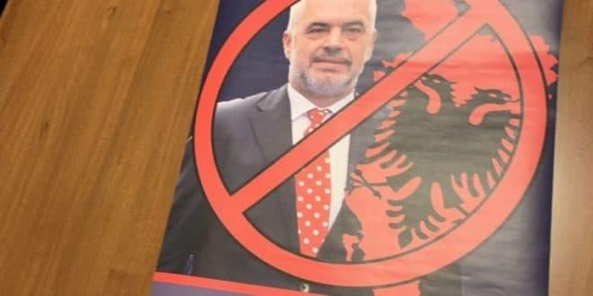 ШИПТАРСКА ОКУПАЦИЈА СРБИЈЕ! Полиција привела омладинце ДСС-а због плаката Едија Раме?! (фото) 1