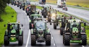 Хиљаде холандских пољопривредника блокирало је из протеста данас читаву Холандију (видео) 11