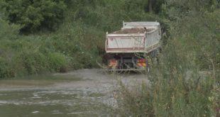 Kорито реке Kолубаре низводно од Ваљева постало депонија 2