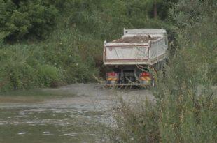 Kорито реке Kолубаре низводно од Ваљева постало депонија