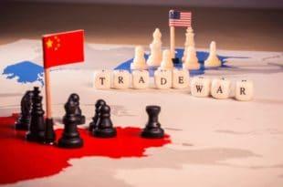 Bloomberg: САД и Кина постигле делимичну нагодбу која може зауставити трговински рат