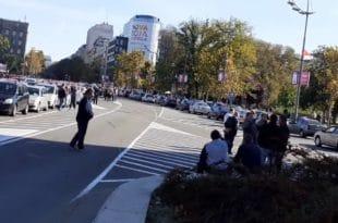 Полиција блокирала таксисте у Новом Саду, потпуни колапс у центру Београда (фото, видео) 1