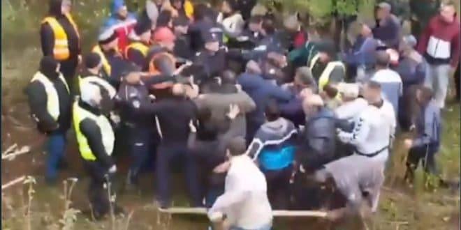 Овако је данас било у селу Топли до на Старој планини где народ брани своју имовину од лопова (видео)