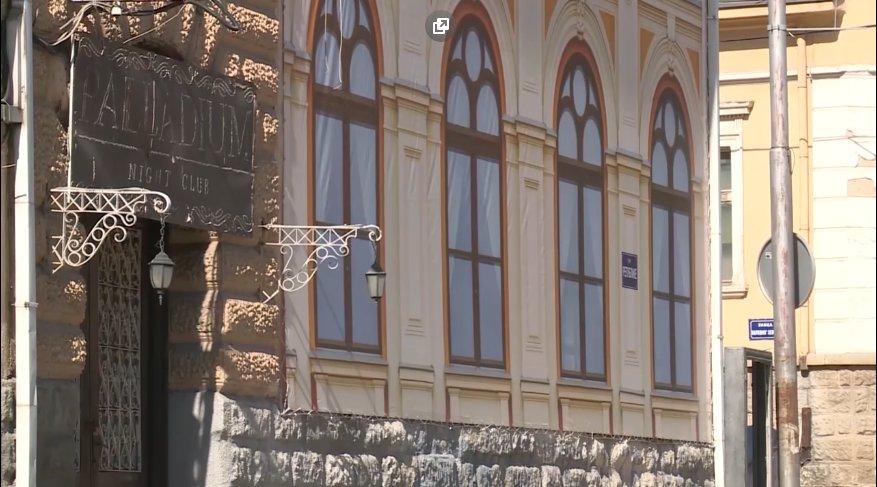 Врањска Потемкинова села - тапете на оронулој згради због доласка Вучића (фото)