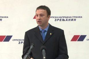 Дарко Бађок, потпредседник СНС у центру Зрењанина пребио келнерицу која је тражила плату