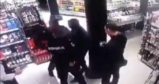 """Београд: Ухапшен мигрант приликом крађе, покушао полицајцу да отме пиштољ уз повике """"Алаху акбар"""" (видео)"""