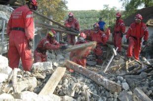 Вучић шаље спасиоце у Албанију