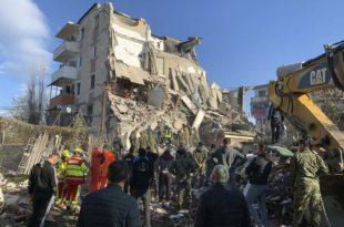 Расте број жртава у Албанији, потреси се не смирују (видео)