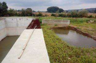 Рача: Фабрика воде није прорадила, народ негодује због жуте воде у славинама