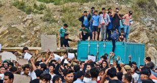 Грци дижу барикаде против миграната