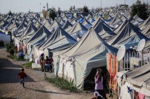 """Грчка затвара кампове! Премијер Мицотакис поручио ЕУ """"нисмо ми паркинг за мигранте""""… (видео)"""