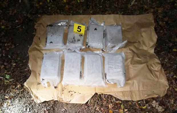 Код нарко дилера из околине Младеновца полиција запленила 77 кг хероина (фото, видео)