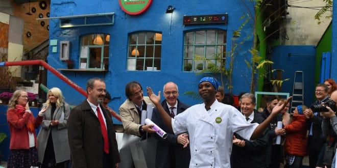 Амбасадори Немачке и САД отворили у Београду пицерију где ће радити мигранти!