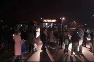 Народ блокирао Авалски пут због очајног превоза; НАРЕЂЕЊЕ ПОЛИЦАЈЦУ: Растури их!