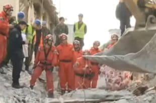 Српски спасиоци извукли два тела из рушевина у Албанији (видео)