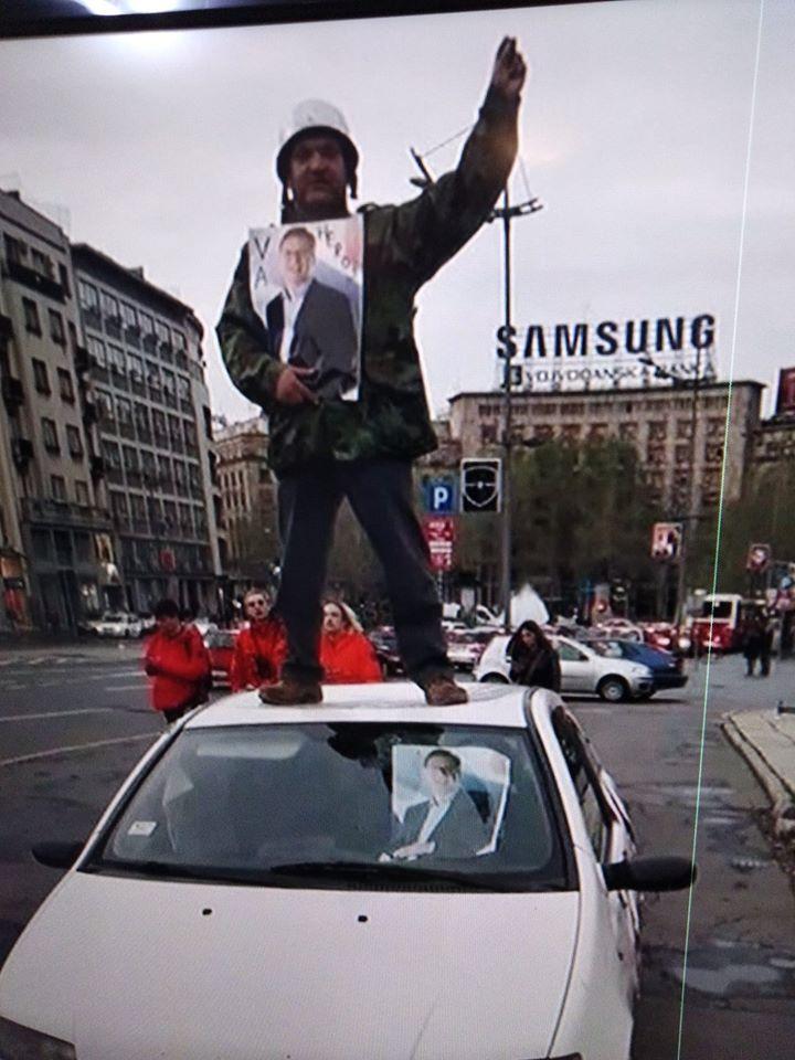 Лудак терориста који је јуче упао наоружан у школу у Великој Плани је члан СНС и обожава Вучића (фото)