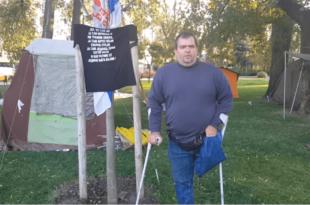 ХЕРОЈ СА ПАШТРИKА: Од државе не могу да добијем ни штаке! (видео)