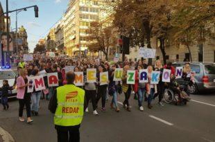 Протест у организацији иницијативе Маме су закон: Породиљама да буде гарантована бар минимална зарада