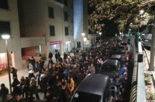 Хиљаде људи на протестима у Црној Гори: Полицајци бежали пред демонстрантима у Зети (фото, видео)