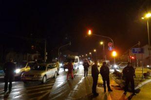 Народ у Бијелом Пољу блокирао улаз у град и заобилазницу у Ракоњама у знак протеста
