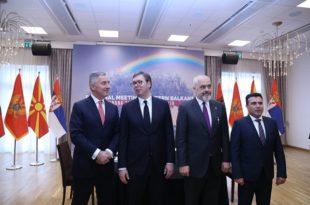 Вучићу пречи Мило и Албанија од српског народа у Црној Гори!