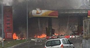 Експлодирала бензинска пумпа код Зворника: Има жртава, страх од нових детонација (видео)
