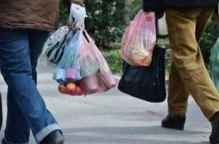 Београђани са цегерима у куповину јер од 1. јануара почиње забрана коришћења пластичних кеса