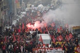 ОПШТИ КОЛАПС у Француској, масовни штрајк зауставио земљу (видео)