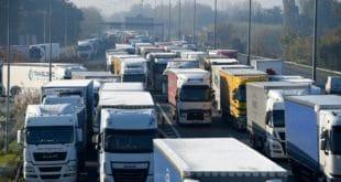 Француска: Камионџије у штрајку блокирале ауто-путеве, возови стоје