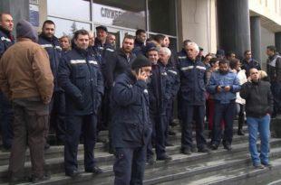 СУСПЕНЗИЈЕ ЗА 5.000 РАДНИКА Штрајкачима забрањен улаз у поште, наређено избацивање