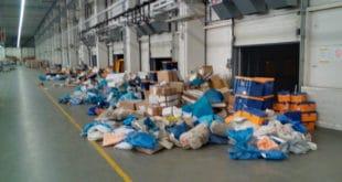 """Земун: Радници запослени у """"Пошти"""" у главном дистрибутивном центру у Земуну почели штрајк (видео)"""