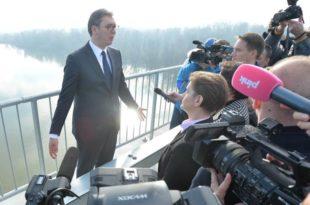 Хоће ли министар полиције успети да разбије Вучићев картел? Лешинар маскиран у пауна једе остатке плена