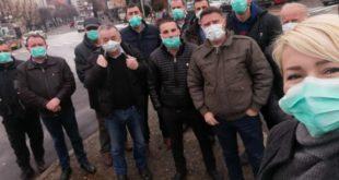 """Ненасилан протест Беранаца поводом посјете Ђукановића: """"Градом се шири смрад"""""""