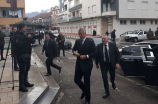 Фијаско председника Црне Горе: Мило у Беранама без дочека, видно нервозан ушао у седиште ДПС