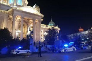 Београд: Пуцао себи у главу на степеницама Народне скупштине