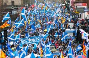Присталице независности Шкотске на улицама Глазгова: Хоћемо нови референдум!