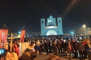 Подгорица обара рекорд: Више десетина хиљада људи на улици брани светиње! (фото, видео)