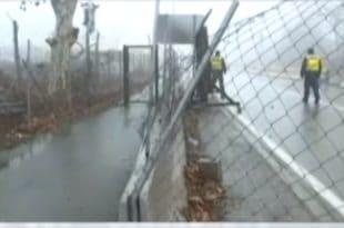 Хаос код Хоргоша 2: Мигранти пробили ограду, мађарска полиција пуцала
