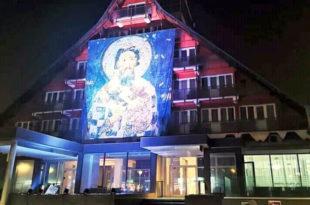 Милов oдборник у Пљевљима на свој хотел окачио БИЛБОРД са иконом Светог Саве (ФОТО)