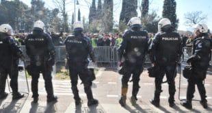 МИЛОВ РЕЖИМ У ВЕЛИКОМ ПРОБЛЕМУ: 80 посто полицајаца одбило наређење, командири у Подгорици дају отказе