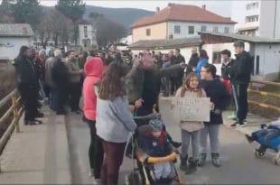 Мештани стали у одбрану реке: Протест због изградње мини хидроцентрала у селу Злот (видео)