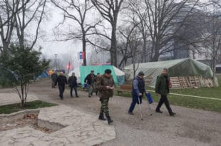 Вучић после 103 дана протеста коначно примио ветеране из Пионирског парка
