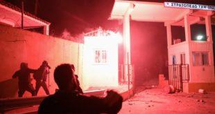 Протести у Грчкој: Десетине повређених на антимигрантским протестима (видео)