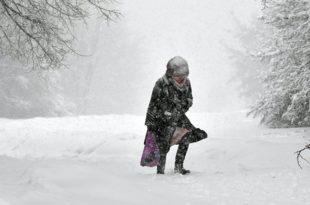 Снег паралисао делове Србије: Ванредна ситуација у Сјеници и Црној Трави, полиција евакуише грађане