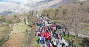 """ПРЕШЛИ 30 КИЛОМЕТАРА ЗА ПРАВОСЛАВНИ НАРОД У ЦРНОЈ ГОРИ: Херцеговином одјекивало """"Косово, Србија!"""" и """"Не дамо светиње!"""" (видео)"""