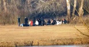 Керови и бомбе: Срби у 3 села оформили патроле против миграната!