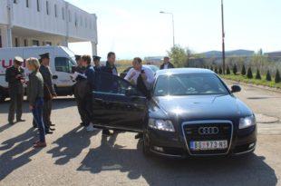 Вулин возио блиндирани ауто војске, ударио полицајца на мотоциклу и удаљио се са места несреће? (фото)