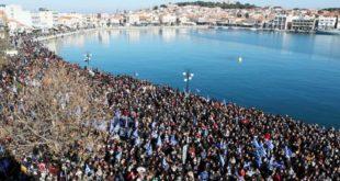 ГРЦИ НА НОГАМА: Масовне демонстрације због миграната, јуре политичаре (видео)