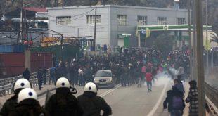 Грчка због протеста суспендује план за мигранте